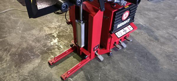 Q142 pneumatic wheel lift